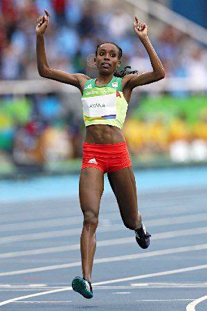 アヤナ、女子1万世界新=陸上 :フォトニュース - リオ五輪・パラリンピック 2016:時事ドットコム