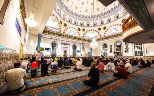 Moskeeën doen deur op slot tijdens gebed
