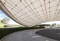 Autopavillon in Wolfsburg von Graft / Leuchtende Chipslette - Architektur und Architekten - News / Meldungen / Nachrichten - BauNetz.de