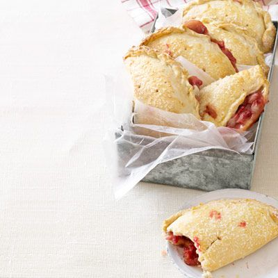 Strawberry Hand Pies #recipe: perfect for a summer picnic!