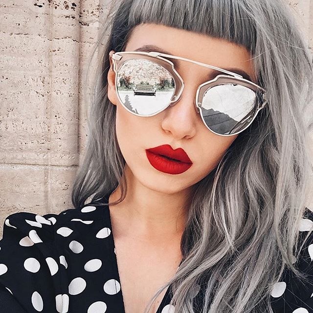 Sunnies by @sunglassspot and fave red lipstick 'American Doll' by @anastasiabeverlyhills CONTOUR: Contour Kit in Light to Medium #anastasiabeverlyhills
