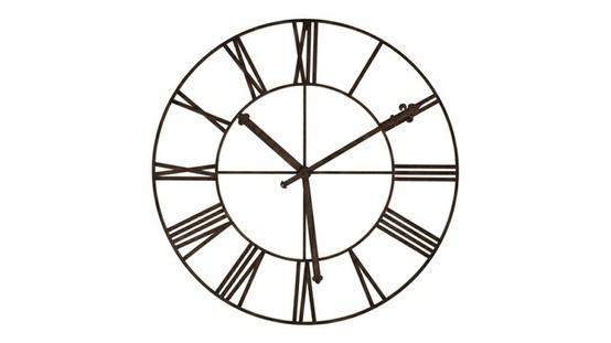 El Reloj Romana XXL, es una decoración de pared post-moderna ! Un deseño atrevido con una numeración romana y un color oscuro para un efecto industrial.