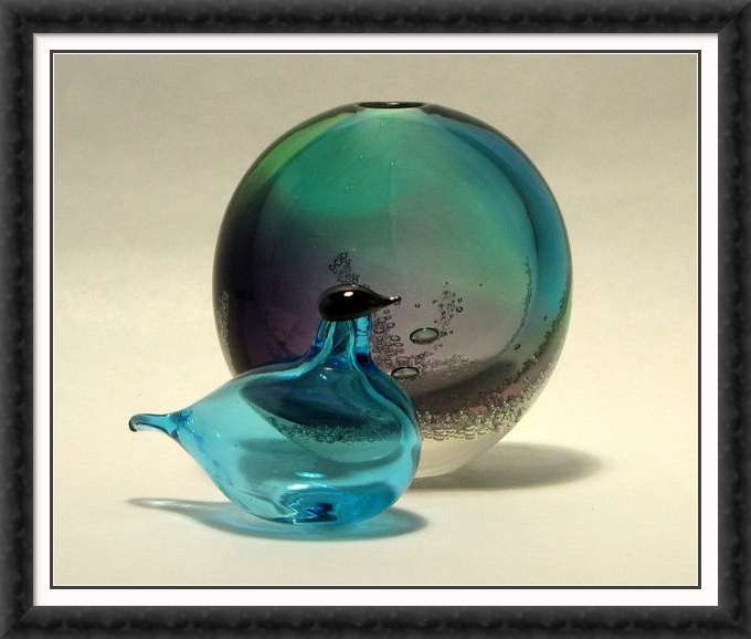 Blue glass toikka bird with bubble vase!