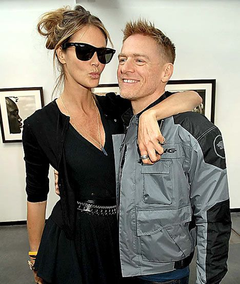 Bryan Adams love and kissing compilation @ www.wikilove.com
