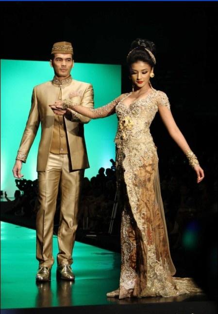Modern Anne Avantie Kebaya Fashion Week 2012 Collection