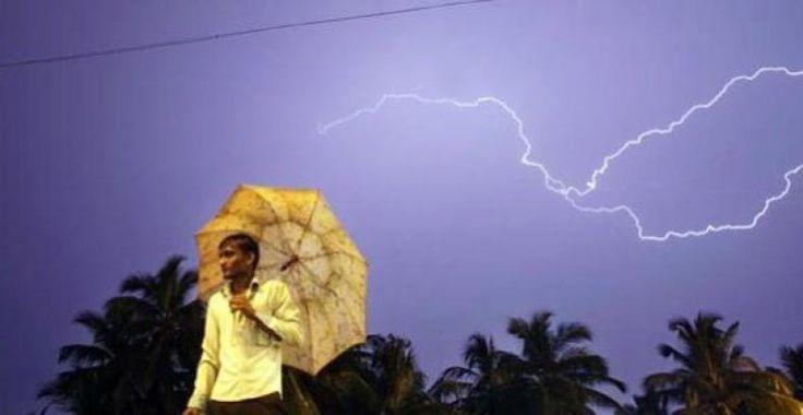 Duh, Buruh Bangunan Tewas Tersambar Petir Saat Berteduh dari Guyuran Hujan