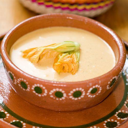 Sopa de Elote y Flor de Calabaza