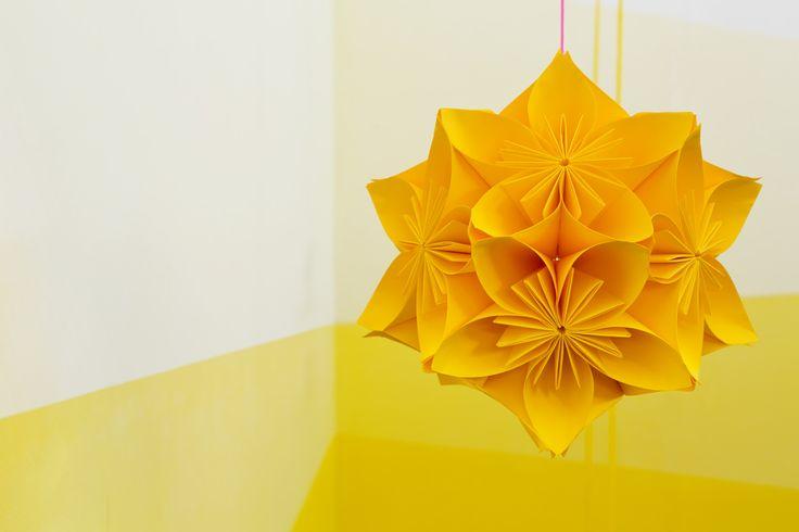 les 36 meilleures images propos de boule japonaise sur pinterest lanternes en papier lustre. Black Bedroom Furniture Sets. Home Design Ideas
