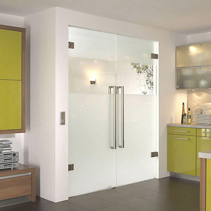 Распашные стеклянные двери вот уже больше десятилетия не теряют популярности: их в самых различных вариантах исполнения используют в магазинах и офисах, квартирах и частных домах. Но чаще всего увидеть стеклянные распашные двери можно в торговом центре — за счет прозрачности они создают атмосферу простора даже в многолюдных помещениях. Распашные двери могут открываться только в одну сторону, или же использовать механизм открывания в обе стороны — такие двери носят название маятниковых.  Если…
