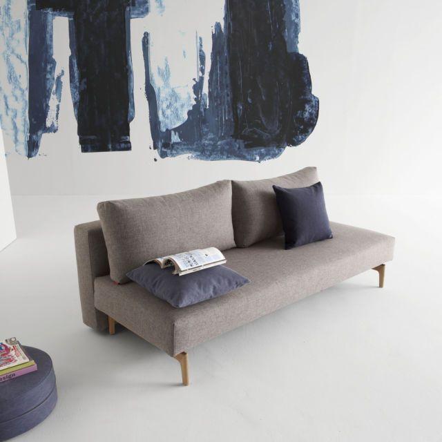 Hej, hier gibt's Scandi-Chic für Ihr Zuhause! Gerade Linien, klare Farben, helles Holz und eine winzige Prise Retro sind die Zutaten für moderne Gemütlichkeit. Schaffen Sie schon mal Platz für dies...