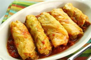 YUMMY CABBAGE ROLLS WITH SAUCE