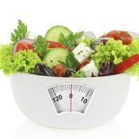 Dieta 1200 kcal: 3 przepisy na sałatki odchudzające