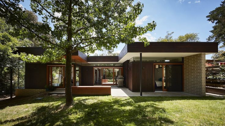 This extensive renovation integrates late modernist style with modern technologies and design