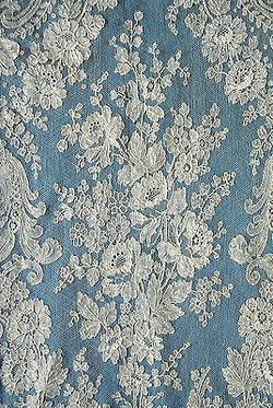 Antique/vintage 19th century Chantilly lace