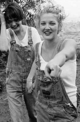 Drew Barrymore, 90s -she's absolutely gorgeous- rockin' those dungarees-