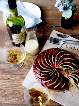 Pithiviers of frangipane and dates with sauce anglaise. Perfect with a delicious Autumn dessert wine and a very good friend :)