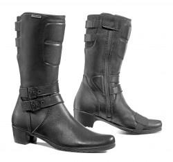 Bota Falco para mujer modelo 650 DYVA. Es una bota alta con el forro interior de cuero natural. Con membrana High-Tex impermeable. La bota posee un cierre zip encerado y una suela de caucho con talón levantado.    Tallas en color Negro desde la 36 hasta la 41.