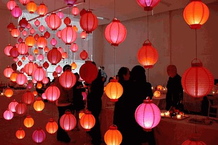 Awesome use of inexpensive paper lanterns for party decor.