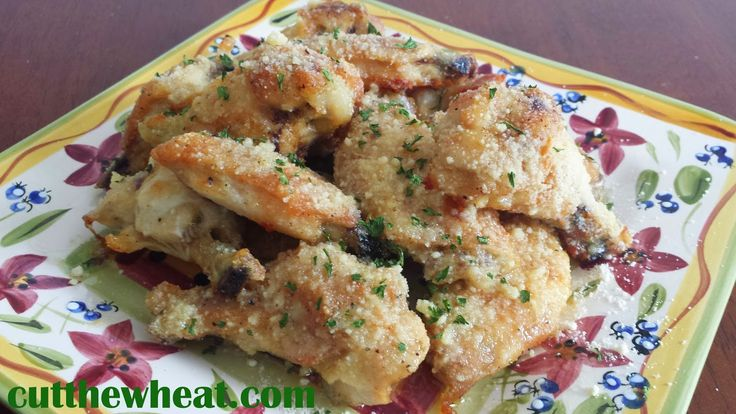 Cut the Wheat, Ditch the Sugar: Game Day Garlic #Parmesan Wings / #lowcarb ♥ shared via https://facebook.com/lowcarbzen