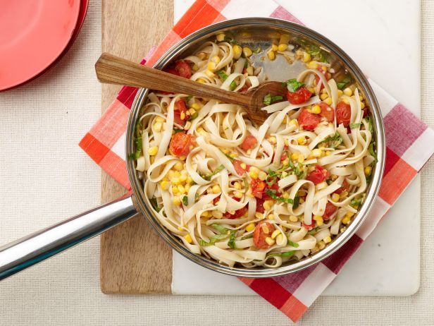 Recipe of the Day: Speedy Summertime Pasta with Corn and Tomatoes. Grape tomatoes and fresh corn add a burst of summertime flavor to Anne's 25-minute pasta dinner. #RecipeOfTheDay: Food Network, Pasta Recipes, Cherry Tomatoes, Pasta Dinners, Cherry Tomato Recipes, Cherries, Corn