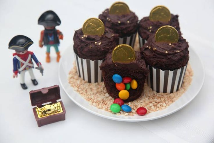 Hidden Treasure Cupcakes! Find out how to make these cupcakes at www.thekidspartyguide.com.au