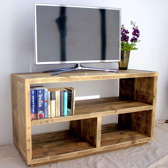 die besten 25 kiste fernsehtisch ideen auf pinterest wohnungsdeko selbst gemacht diy tv. Black Bedroom Furniture Sets. Home Design Ideas