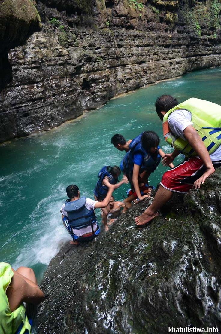 aktifitas di sungai Cijulang yang menyenangkan hingga ke #greencanyon #pangandaran