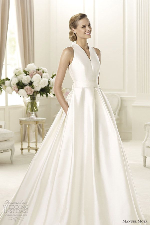 This dress reminds me of Grace Kelly. Manuel Mota