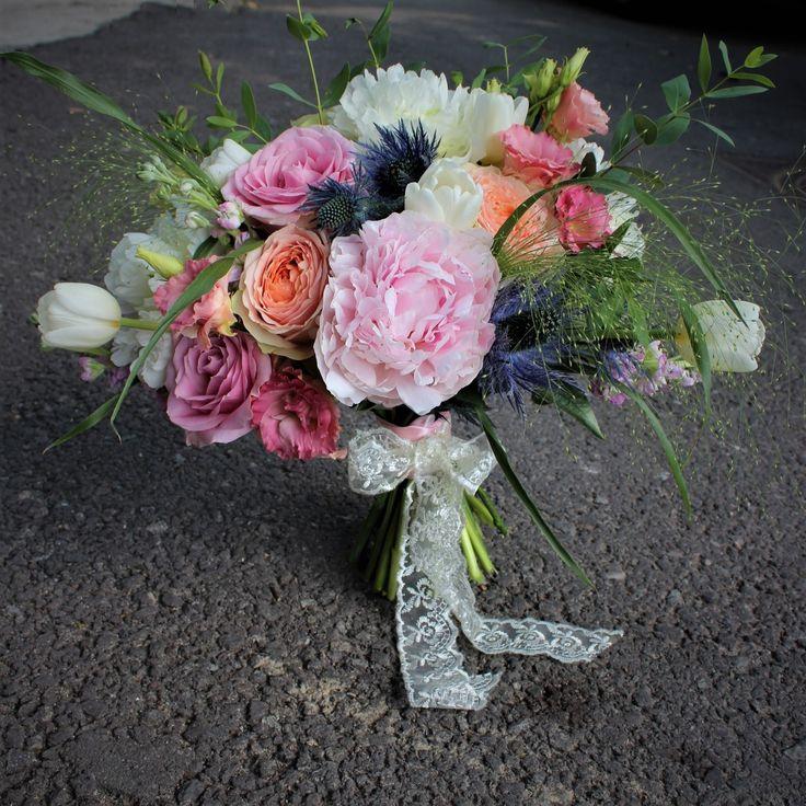#buchet #nunta #mireasa #flori #bujori  #bride #bouquet #madewithjoy #paulamoldovan #livadacuvisini #wedding #flowers #weddingflowers #idoflowers #shesaydyes #sayitwithflowers #peonies #peony #handtied #elegant