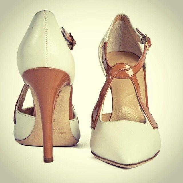 #Decollete con tacco 10 cm è realizzata in vitello nazionale conciato ad acqua, la sua particolarità è l'intreccio con chiusura in fibbia #rabbonicalzature #handmade #handmadeshoes #shoes #shoe #madeinitaly #fashion #instafashion #instashoes #instastyle #style #luxury #italianluxurishoes #jewelry #footwear #italianshoes #woman #decollete #glamour #moda #milano #stile #lusso #treviglionegozi #italia #scarpe #calzature #personalizzate #sumisura #donne