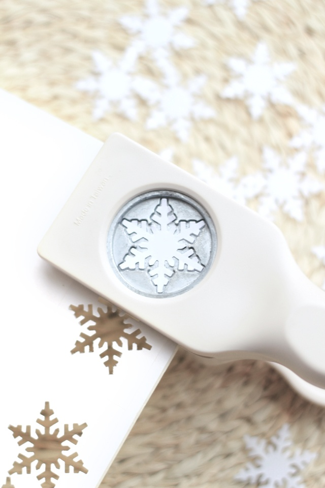 snowflakes hole puncher