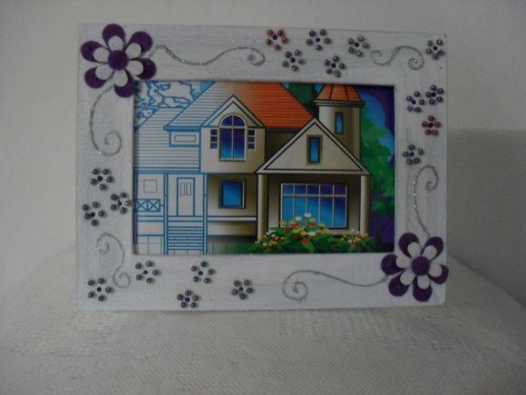 Porta retrato trabalhado em pátina e decorado. Comporta fotos 10X15. Com vidro. R$ 14,50