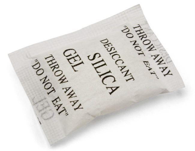 Silica gelen tar också bort dålig lukt. Du kan lägga dem i kartonger, klädskåp eller förråd, men också i skor och träningsväskor som luktar illa.