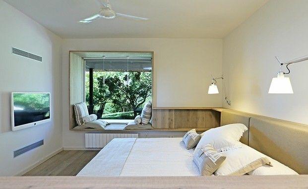 Una casa de invitados en el bosque - Decorabien.com #dormitorio #decoración #interiorismo #hbatación #matrimonio #inspiración #blanco