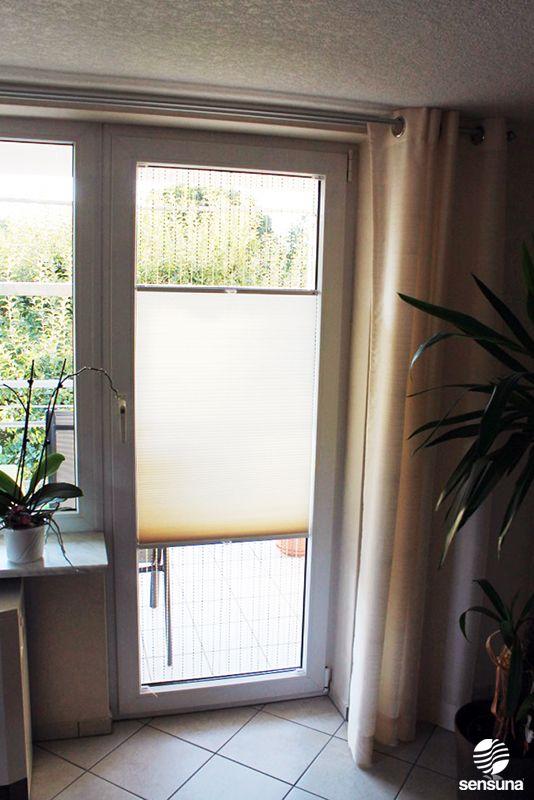 Plissee als Sichtschutz an der Balkontür - ein Kundenfoto / pleated blind on a bbalcony door - a customer photo