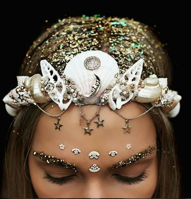 This girl creates magically awesome crowns out ofseashells