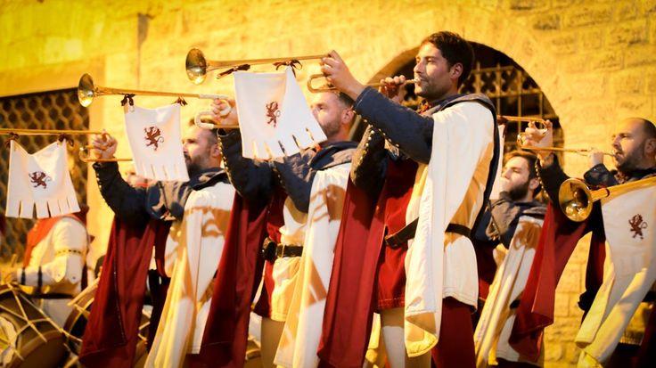 Rivincita Corsa all'Anello, a Narni la notte di San Giovanni a ritmo di tamburi e tubicine. Grande festa organizzata dall'Ente Corsa all'Anello tra suoni del passato e riti tradizionali