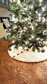 Farmhouse Christmas Tree Skirt. Chunky crochet knit