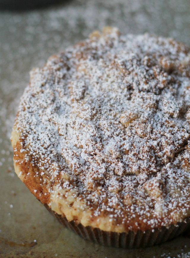 bouchon bakery coffee cake Yield: 6 cakes These individual coffee cakes are lightly sweet, with a cocoa swirl throughout, and topped with an almond streusel that will almost melt in your mouth.