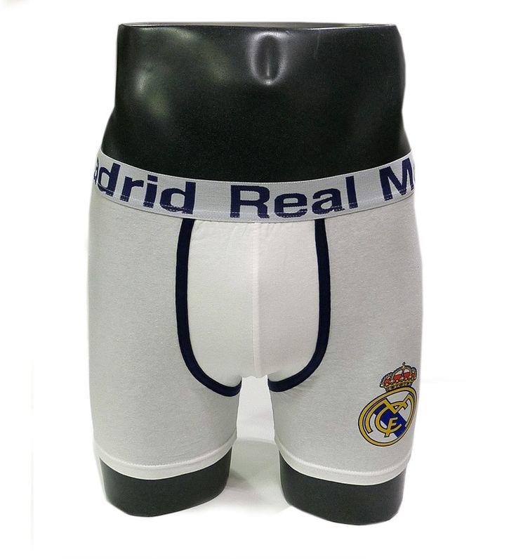 BOXER OFICIAL del Real Madrid en algodón y en color blanco, con el nombre y el escudo del equipo. Precio 9,10€. Alta calidad.