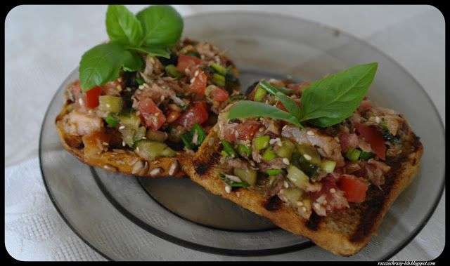 Rozczochrany Łeb!: Chrupiące tosty z warzywami i łososiem