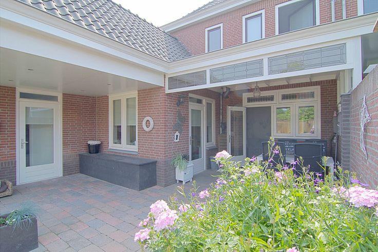 Goed ingedeelde statige 2/1-kapwoning met een ruime achtertuin met twee overdekte terrassen en een vrije achterom. Zon & Privacy  http://www.theo-keijzers.nl/Stepekolk-Oost-8-HELMOND-5706LA7kW18_0