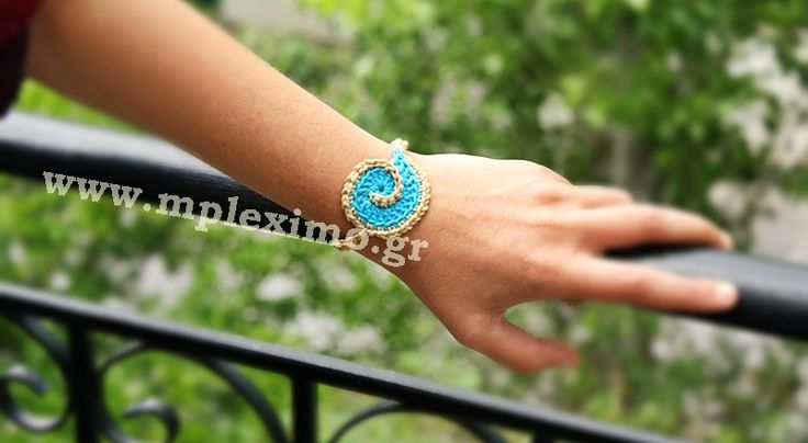 shell crochet bracelet