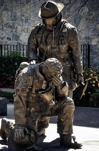 """Remember the Fallen"" Statue    http://farm4.static.flickr.com/3045/2840440559_a435c2402f.jpg"