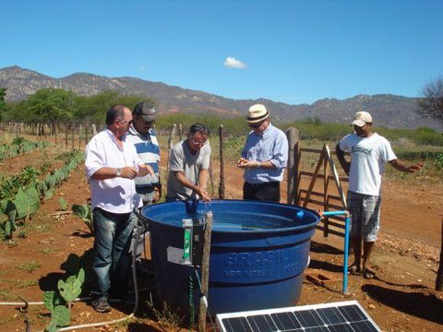 Painel solar utilizado para o bombeamento d'água.