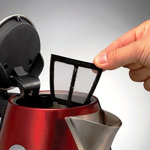 To ensure the water going into your hot drinks is pure, the red Accents jug kettle from Morphy Richards has a removable limescale filter. Have a perfect cup of tea or coffee every day!