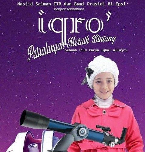 Review Film Iqro: Petualangan Meraih Bintang 2017 -  Film keluarga yang sarat akan pesan religi ini berkisah tentang seorang gadis kecil bernama Aqila yang sangat menyukai sains dan dunia astronomi, namun belum begitu pintar mengaji. Hingga pada suatu saat ketika Aqila berlibur ke rumah kakeknya yang juga seorang peneliti astronomi.