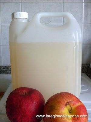 aceto da scarti di frutta da usare come ammorbidente per il bucato