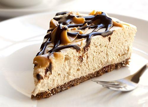Cheesecake con Chocolate y Caramelo Te enseñamos a cocinar recetas fáciles cómo la receta de Cheesecake con Chocolate y Caramelo y muchas otras recetas de cocina.