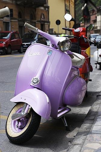 Purple Vespa Love.Colors Purple, Purple Vespas, Motors Scooters, Purple Passion, Mopeds, Violets, Purple Wedding, Lavender, Italy